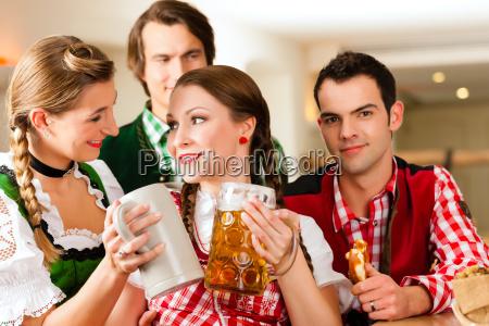 jugendliche, im, traditionellen, bayerischen, tracht, im - 21475817