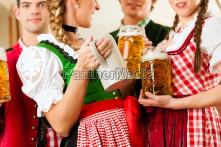 jugendliche, im, traditionellen, bayerischen, tracht, im - 21475895