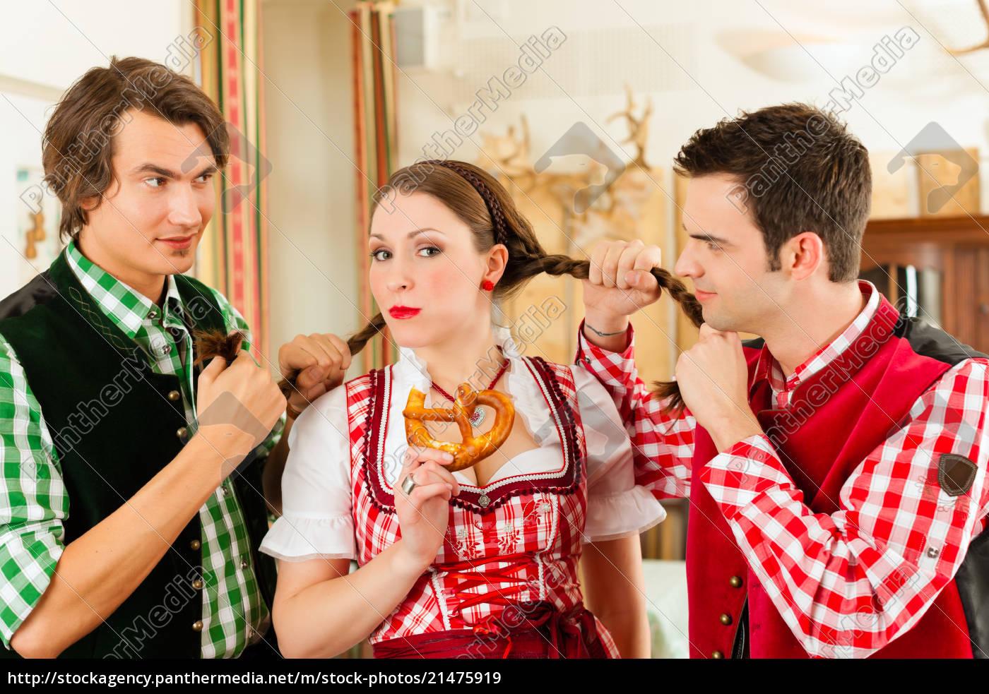 jugendliche, im, traditionellen, bayerischen, tracht, im - 21475919