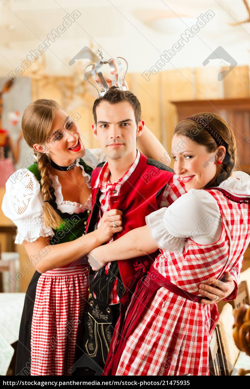 jugendliche, im, traditionellen, bayerischen, tracht, im - 21475935