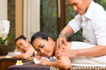 indonesian women at wellness spa massage