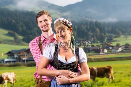 alpine viehzuechter auf bergwiese