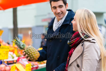 couple buying groceries on farmers market