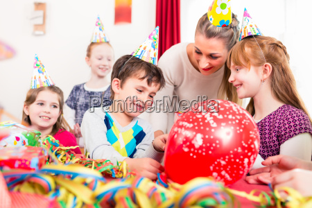 kids at birthday party with friends