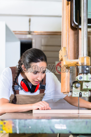 carpenter woman cutting board with jig