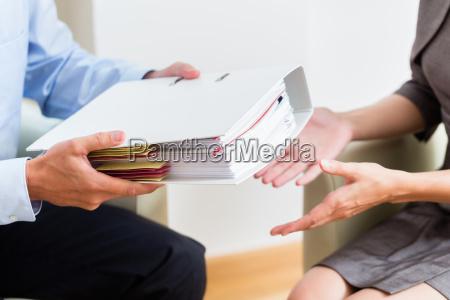 finanzberatung kundenuebergabe von dokumenten