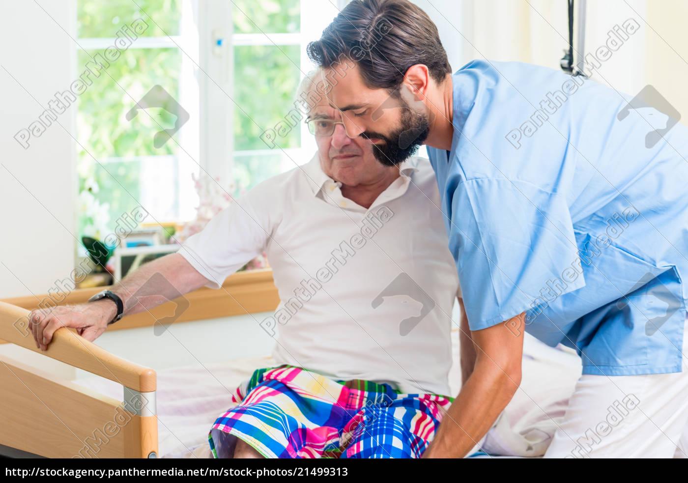 ältere, pflege, krankenschwester, hilft, senioren, von - 21499313