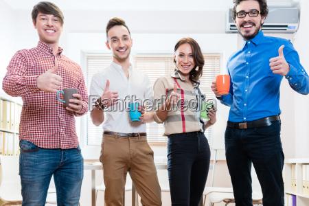junge kreative unternehmer motiviert