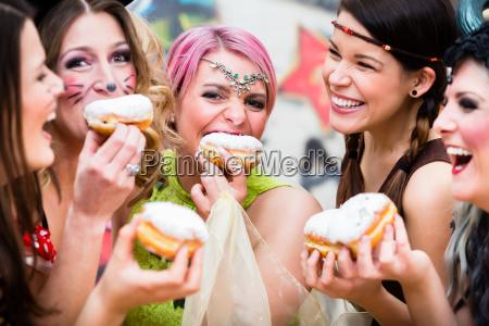 maedchen auf deutsch fasching karneval essen