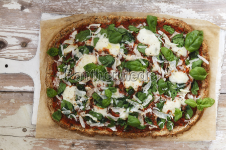 glutenfree pizza with cauliflower bottom tomatoes