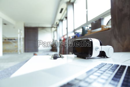 laptop schluessel und virtual reality glaeser