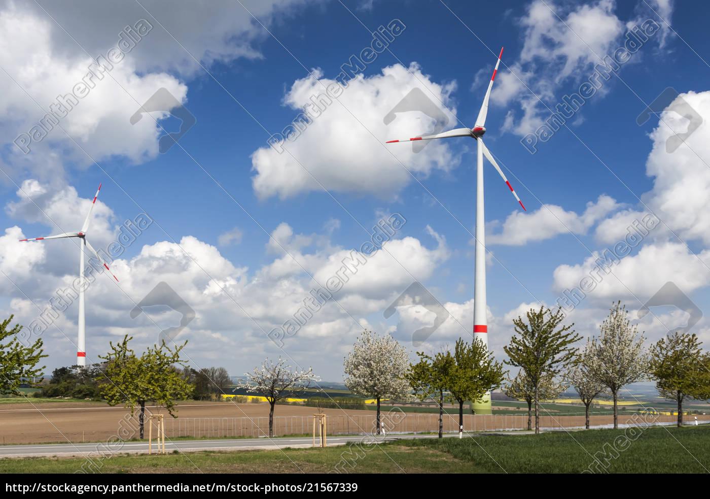 windkraftanlagen, an, einer, landstraße. - 21567339