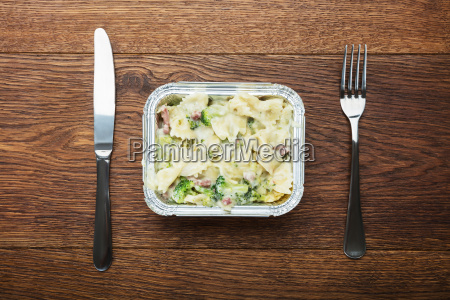 ready pasts meal in foil container
