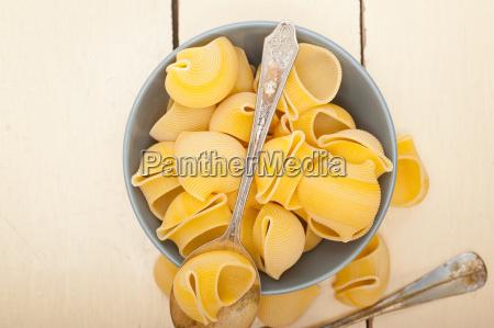 italienische schnecke lumaconi pasta
