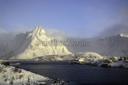 morning in reine lofoten norway