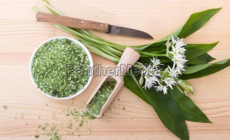 green, herbal, salt, of, wild, garlic - 21802283
