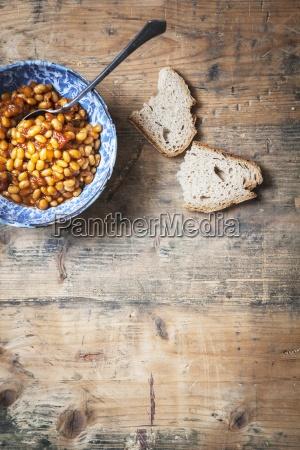 gebackene bohnen mit brot vegan