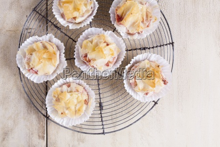 savoury strudel muffins with beetroot and