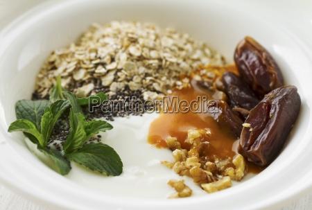 yoghurt with dates chia seeds oatmeal
