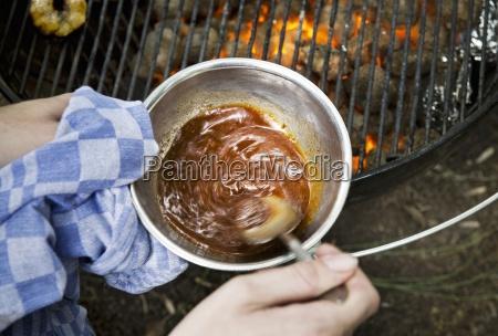 babi pangang sauce wird auf einem