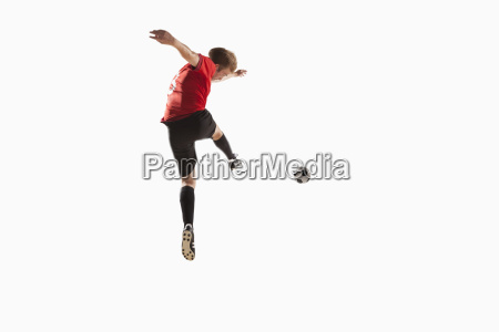 athlet kicking fussball