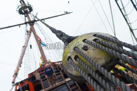 holz weinlese segelyacht segelboot weinernte historie