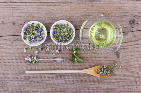 tea with fresh and dried flowers