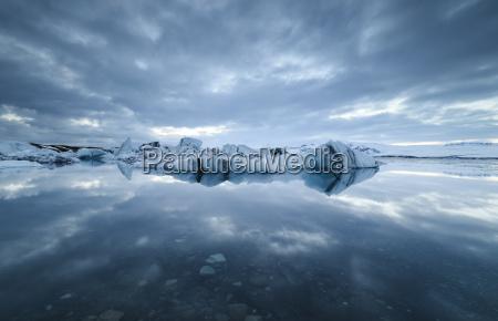 island jokulsarlon gletschersee mit eis und