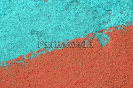 blau und orange bemalte betonwandstruktur