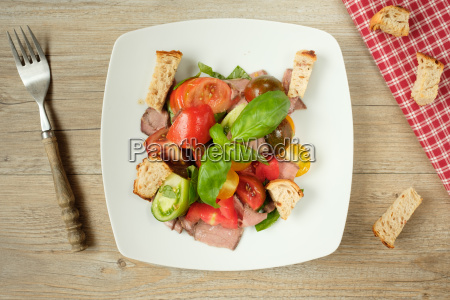 salad with tomatoes roast beef bread