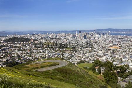 fahrt reisen anhoehe huegel kalifornien baustil