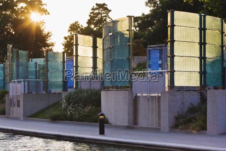 mahnmal gedenkstaette modern moderne leuchten leuchtet