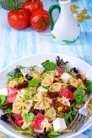mediterranean farfalle salad with dry tomatoes