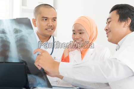 medical doctors discussing on x ray