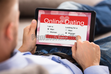 mann der online dating anwendung auf