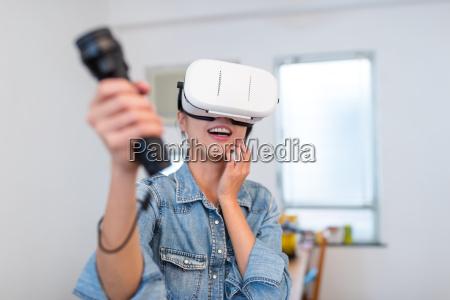 frau spiel spiel mit virtual reality