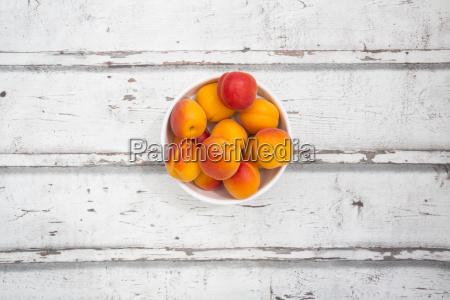 stilleben orange apfelsine pomeranze farbe holz