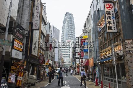 high rise bulidings in shinjuku tokyo