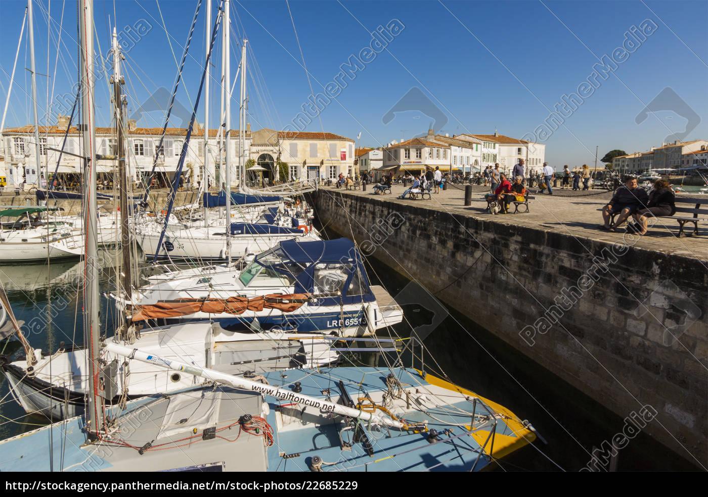 yachten, am, quai, de, bernonville, in - 22685229