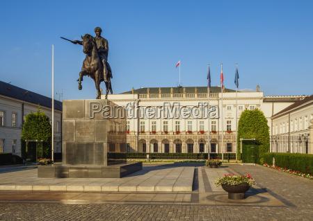 krakowskie przedmiescie street presidential palace and