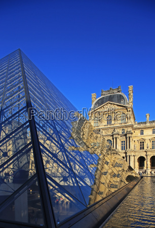 pyramid of the louvre paris france