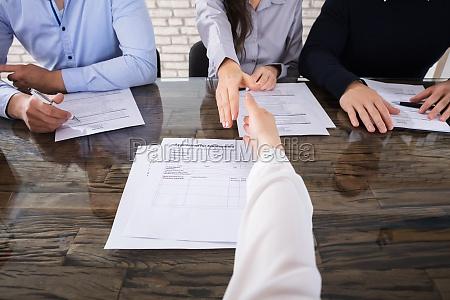 schuetteln hand mit corporate rekrutierung offiziere