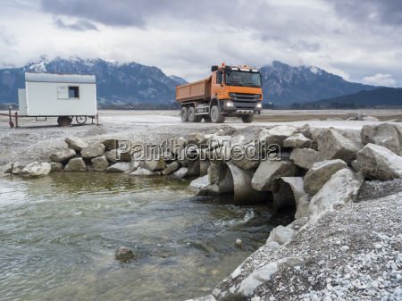 orange tipper in the drained forggensee