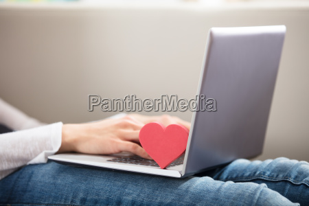 person mit laptop