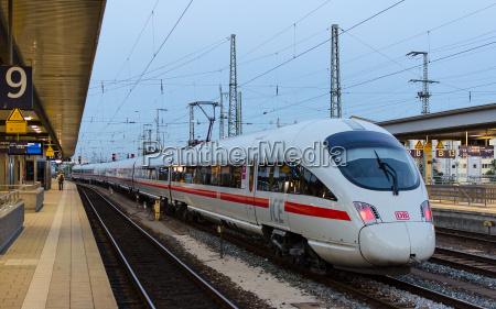 hochgeschwindigkeitszug ice t der deutschen bahngesellschaft