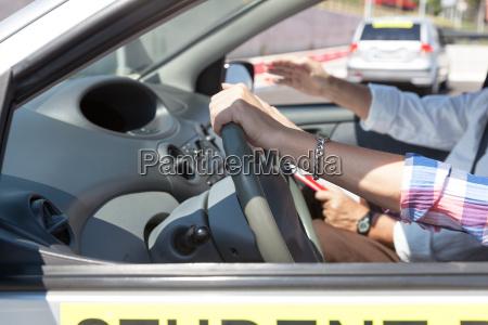 studentischer fahrer autofahren lernen