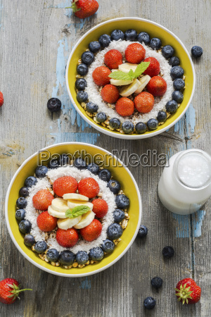 two bowls of spelt pops with