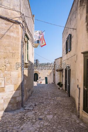 narrow streetin the sassi of matera