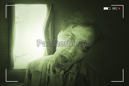 portraet von furchtsamen asiatischen zombie mann