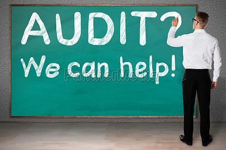 geschaeftsmann zeichnung fragezeichen durch audit text